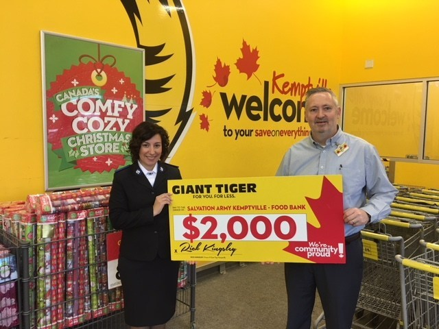 Giant Tiger Kemptville Donates to the Salvation Army Kemptville (CNW Group/Giant Tiger Stores Limited)