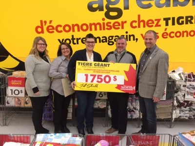 The Giant Tiger store in Rivière-du-Loup is donating $1,750 to the Carrefour d'Initiatives Populaires de Rivière-du-Loup food bank. (CNW Group/Giant Tiger Stores Limited)