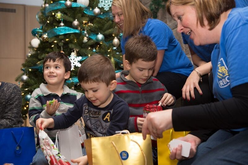 RBC employees from across southern Ontario donated their time today to pack lunches for families staying at the Ronald McDonald Houses in Hamilton and London. The event was part of a larger holiday initiative by RBC Rewards that included a donation of thousands of dollars' worth of household items to Ronald McDonald Houses across the country in support of families with critically ill children. (CNW Group/RBC Royal Bank)