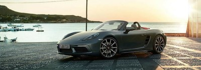 Chicago drivers can learn more about the 2018 Porsche 718 Boxster on the Loeber Motors website.