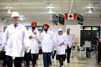 L'honorable Navdeep Bains, ministre de l'Innovation, de la Science et du Développement économique en visite avec d'autres députés et représentants de Canadensys Aerospace et de l'Université Western aux installations de MDA à Brampton, en Ontario. (Groupe CNW/Agence spatiale canadienne)