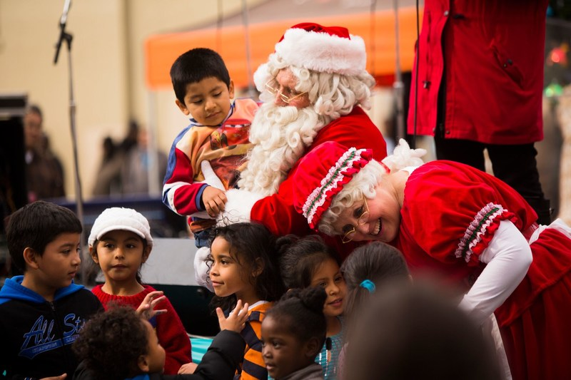 L.A.'s Largest Christmas Toy Party For 10,000 Poor Children (PRNewsfoto/The Fred Jordan Mission)