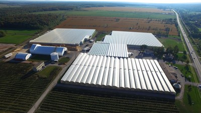 Aerial view of the greenhouses (CNW Group/Canopy Growth Corporation)