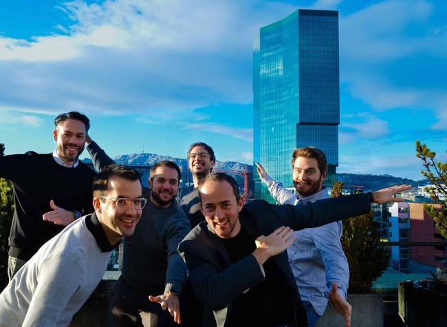 Front row (from the left): Mathias Brenner (CTO, Sherpany), Tobias Häckermann (CEO, Sherpany) Back row (from the left): Gaetano Mecenero (CMO, Futurae), Claudio Marforio (COO, Futurae), Nikos Karapanos (CTO, Futurae), Ilias Rinis (Senior Software Engineer, Futurae)