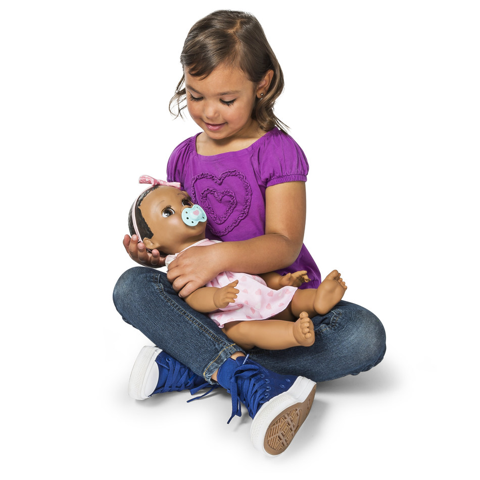 Spin Master's Interactive Baby Doll Luvabella Wins Industry Awards and Holiday Recognition (CNW Group/Spin Master)