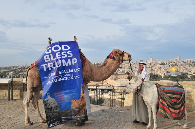Massive campaign honoring President Trump launch by Dr. Evans across Jerusalem (PRNewsfoto/Friends of Zion Museum)