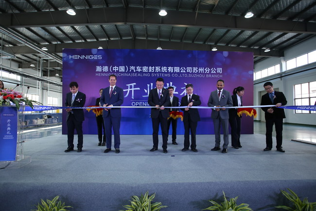 Henniges Automotive recently celebrated the grand opening of its new 79,500 square-foot (7,391 square-meter) facility in Suzhou, China, with a ribbon cutting ceremony.