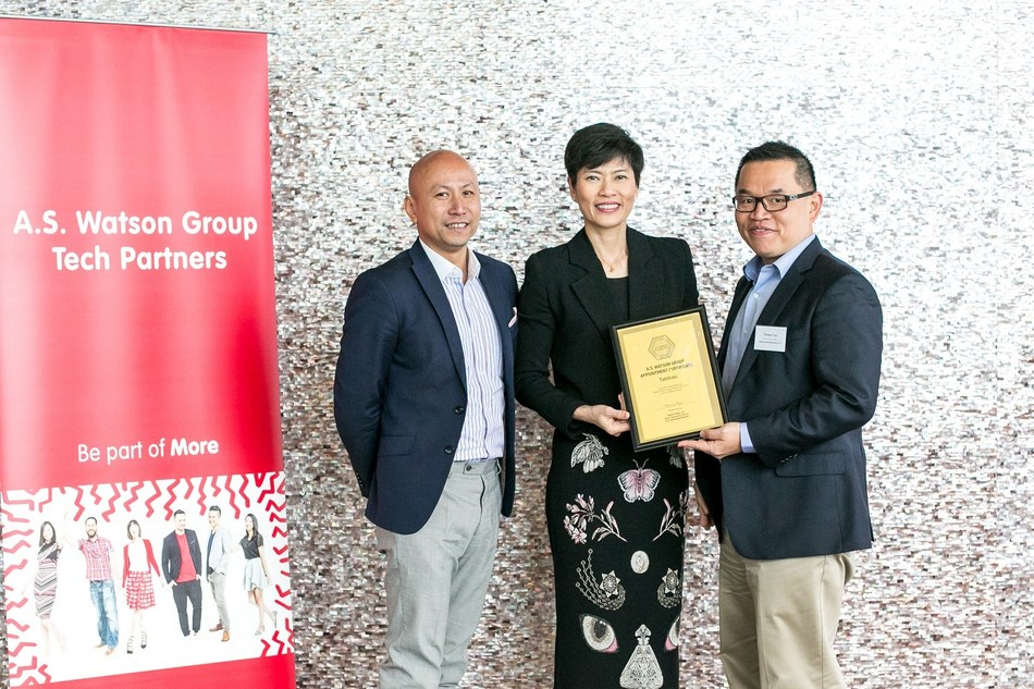 Thomas Yap, Head of Greater China at Tableau, Malina Ngai, Group Chief Operating Officer of A.S. Watson, and Joe Ho, Regional Sales Manager, Hong Kong, Macau & Taiwan at Tableau (from right to left) (PRNewsfoto/Tableau Software)