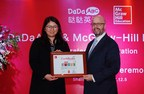 General Manager of Asia-Pacific Company of McGraw Hill Education, Mr. Shawn, issued authorization certificate to CEO of DaDaABC, Madame Zhi Hui