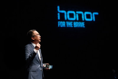 """Currently, Honor's overseas business contributes 15% of our total revenue. I expect continued growth in China, but even more aggressive growth overseas. And I anticipate half and half contribution on revenue by 2020, with overseas business surpassing sales in China by 2022."" says George Zhao, President of Honor."