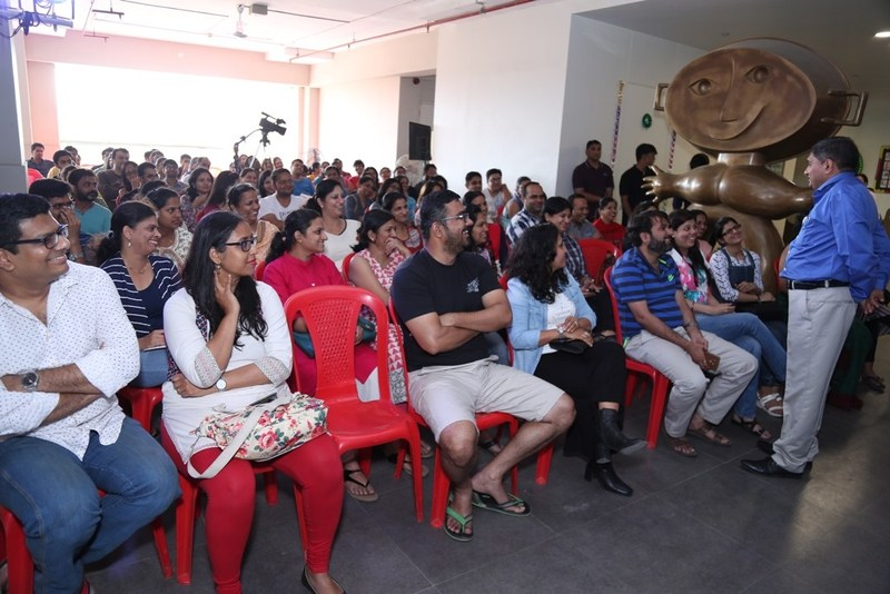 Dr.Harish Shetty interacts with parents at the event (PRNewsfoto/Rustomjee)