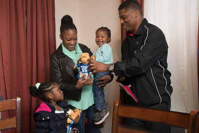Aaron's, Inc., a leading omnichannel provider of lease-purchase solutions, and its divisions Aaron's and Progressive Leasing, surprised single mom, first-time homeowner and Atlanta resident Catherine Echols and her children with rooms of furniture this week to fill their new home as part of the Homes for the Holidays (HFTH) program sponsored by former NFL star Warrick Dunn.