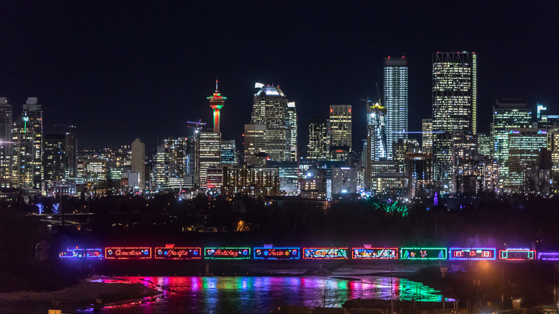 The CP Holiday Train rolling into Calgary, Alberta on December 8, 2017. (CNW Group/Canadian Pacific)