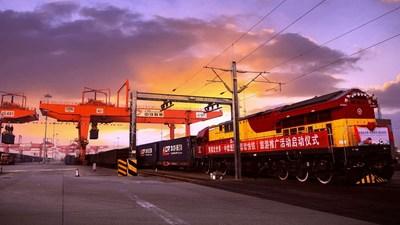 Un train de marchandises Chengdu-Europe, nouvellement lancé sous le thème des pandas, promeut le Sichuan comme destination touristique incontournable