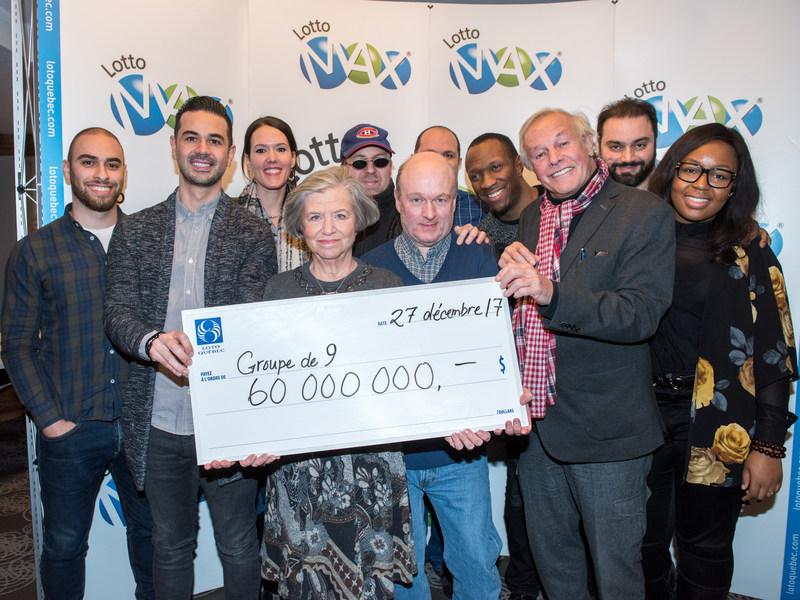 Les neuf collègues gagnants et Lynne Roiter, présidente et chef de la direction, Loto-Québec (Groupe CNW/Loto-Québec)