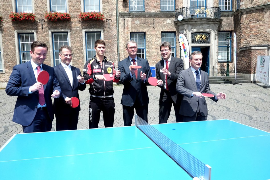 Promoting the World Table Tennis Championships 2017 in Düsseldorf: Martin Ammermann (Düsseldorf Congress Sport & Event), Michael Geiger (Pres. DTTB), players Patrick Franziska, Frank Schrader (MD Düsseldorf Marketing), Thomas Weikert (Pres. ITTF) and Mayor Thomas Geisel, © DCSE/David Young (PRNewsfoto/City of Duesseldorf)