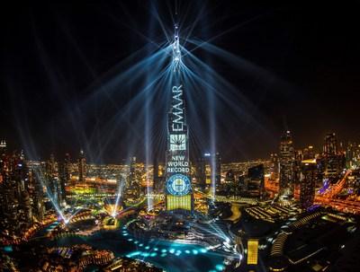 Le spectacle 'Light Up 2018' d'Emaar remporte le titre des GUINNESS WORLD RECORDS pour le 'plus grand spectacle sons et lumières sur une seule structure projeté sur le Burj Khalifa (PRNewsfoto/Emaar Properties)