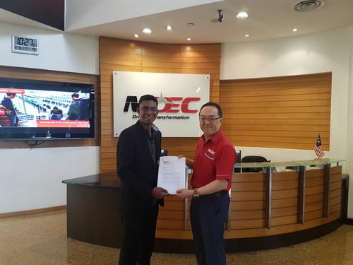 Dharma Gunaseelan, Country Director, Denave Malaysia receives MSC Accreditation for Denave Malaysia (PRNewsfoto/Denave)