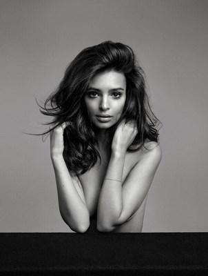 Kérastase est heureuse de présenter le nouveau visage de sa marque, Emily Ratajkowski. (Groupe CNW/Kérastase PARIS)