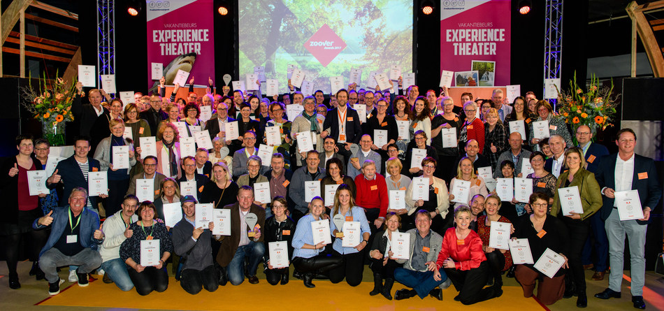Group picture of winners Zoover Award (PRNewsfoto/Zoover)