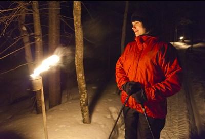 Les événements Vivez le parc en soirée permettent de découvrir le parc national des Îles-de-Boucherville à la belle étoile sur un circuit balisé et illuminé à la lueur des lanternes (Groupe CNW/Société des établissements de plein air du Québec)