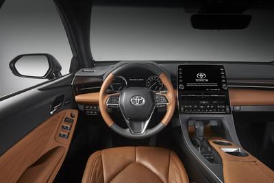 Respaldado por una plataforma denominada Nueva Arquitectura Global de Toyota (Toyota New Global Architecture, TNGA) y propulsado por un motor V6 energéticamente eficiente de 3.5 litros o por el grupo propulsor Toyota Hybrid System (THS II), el Toyota Avalon 2019 personifica el deseo dominante de los consumidores por modos de transportación premium asequibles y de alta categoría, centrados en el diseño y tecnológicamente inteligentes.