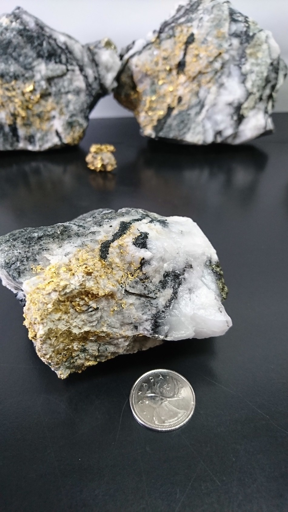 MONARQUES GOLD INTERSECTS 61.48 G/T AU OVER 3.9 METRES (12.8 FEET) AT THE BEAUFOR MINE (CNW Group/Monarques Gold Corporation)