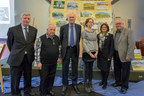 From left to right: Artist-painter John Ryan is joined by Pierre Dubois, affected by Alzheimer's, Société Alzheimer de Lanaudière, Dr. Alain Robillard, neurologist, Hôpital Maisonneuve-Rosemont, Pascale Godbout, art-therapist, Société Alzheimer de Montréal , Lisette Joly, President of the Board and Jean-Francois Lamarche, General Director and CEO, both from the Federation of Quebec Alzheimer Societies (FQAS), to unveil in Montréal on January 10, 2018, the first phase of the provincial mural created with the collaboration of people affected from the 20 Alzheimer Societies throughout Quebec. (CNW Group/Federation of Quebec Alzheimer Societies)