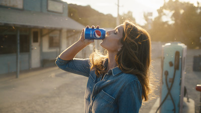Cindy Crawford Recreated Her 1992 Pepsi Ad for This Year's Super Bowl