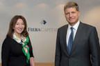 Jayne Sutcliffe, présidente et chef de la direction, division européenne de Fiera Capital est accompagnée de Vincent Duhamel, président et chef de l'exploitation globale de Corporation Fiera Capital pour célébrer le changement de nom de la division en Europe. (Groupe CNW/Corporation Fiera Capital)
