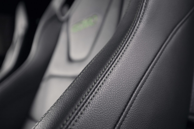 The Recaro performance seat's contour amplifies the riding experience and helps to eliminate body fatigue.