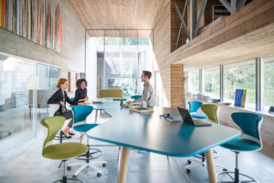 Places of inspiration instead of places merely to work in: Sedus Highdesk. Photo: Sebastian Bullinger (PRNewsfoto/Sedus Stoll AG)