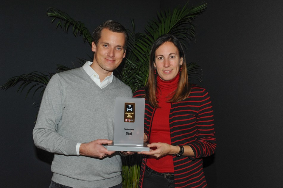 Leyre Olavarria, Head of Connected Car at SEAT and Digital Officer Fabian Simmer picked up the 'Connected Car 2017 award in the pioneer category by the German magazines Auto Bild and Computer Bild (PRNewsfoto/SEAT SA)