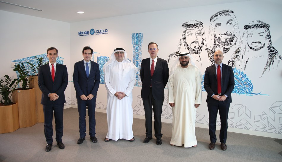 From left to right: Hector Perea (Strategy Director, Cepsa), Juan Manuel García-Horrillo (Gas and Power Business Director, Cepsa), Mohamed Jameel Al Ramahi, (CEO, Masdar), Pedro Miró (CEO, Cepsa), Yousif Al Ali (Director of Business Growth, Masdar) and Nikolas Meitanis (Adviser to the CEO, Masdar) (PRNewsfoto/Cepsa)
