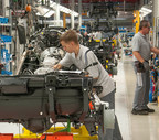 Magna team members build each G-Class with precision at Magna's contract manufacturing facility in Graz. Austria. (CNW Group/Magna International Inc.)