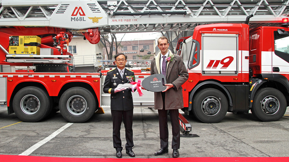 The Seoul Metropolitan Fire and Disaster Management Headquarters in South Korea is the first fire department in Asia Pacific to receive a Magirus M68L turntable ladder. The highest turntable ladder in the world entered service on January 17, 2018 during a formal ceremony with more than 100 guests at the Songpa District fire station. Key Handover M68L Seoul - f.l.t.r.: Lee Jeong Hee; (Chief of the Songpa fire station), Marc Diening (President & CEO Magirus). (PRNewsfoto/Magirus GmbH)