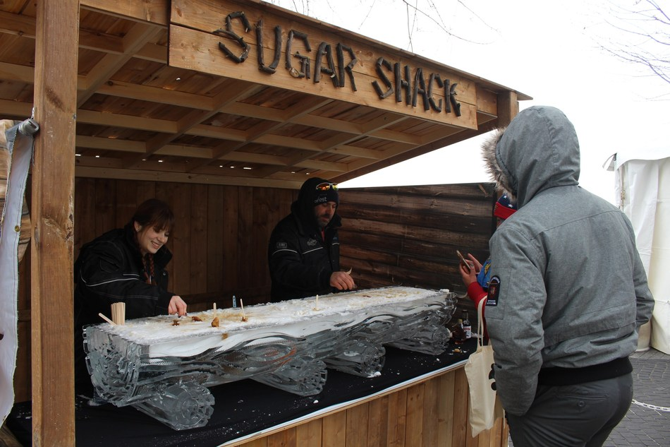 Maple taffy at Sugar Shack TO 2017 (CNW Group/Water's Edge Festivals & Events)