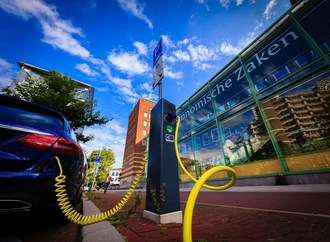 Alfen wins order for management and maintenance of 500 charging points in The Hague. (PRNewsfoto/Alfen B.V.)
