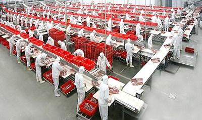 The cutting workshop of Nanning Shuanghui Food Co. Ltd. in Guangxi ASEAN Economic and Technological Development Zone (PRNewsfoto/Guangxi ASEAN Economic and Tech)
