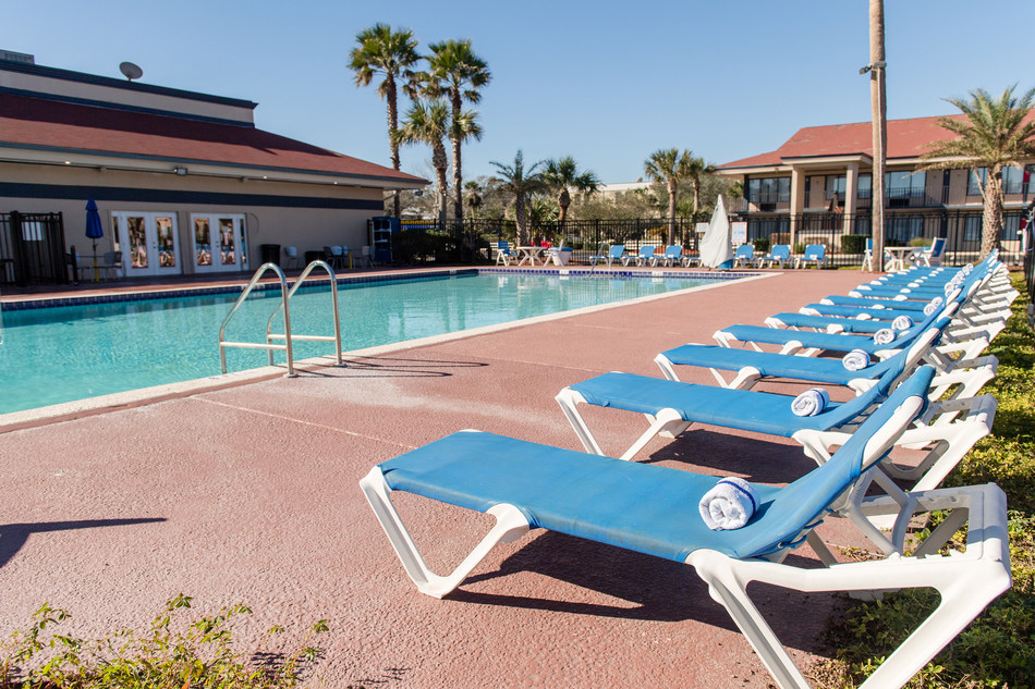 Breakwater Hotel at the Beach Amelia Island pool area.
