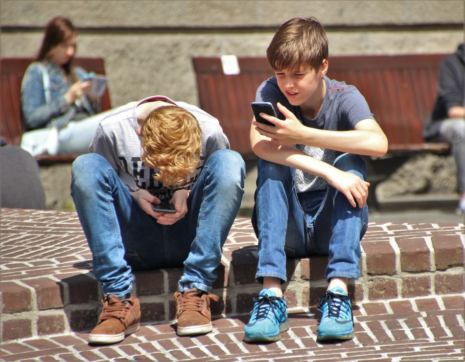 Age verification tools will help to keep children safer online (PRNewsfoto/AgeChecked)