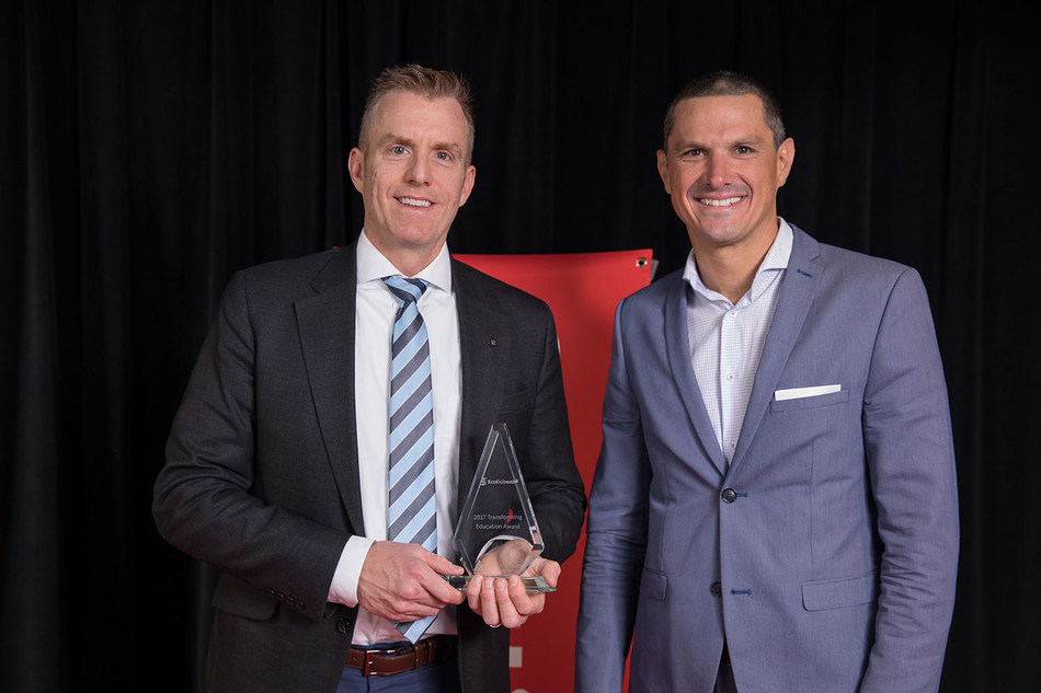 Brent Currie, Scotiabank's Senior Vice-President of Brand Management and Marketing Services, receiving the award from Leo Martellotto, President of Junior Achievement Americas. (CNW Group/Scotiabank)