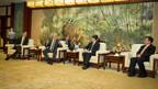 Shanghai (Chine), le 25 janvier 2018. – Lors d'une mission économique en Chine, le premier ministre, Philippe Couillard, s'est entretenu avec le maire de Shanghai, Ying Yong. (Groupe CNW/Cabinet du premier ministre)