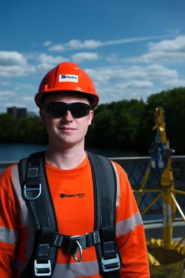 Employé d'Hydro Ottawa (Groupe CNW/Société de portefeuille d'Hydro Ottawa inc.)