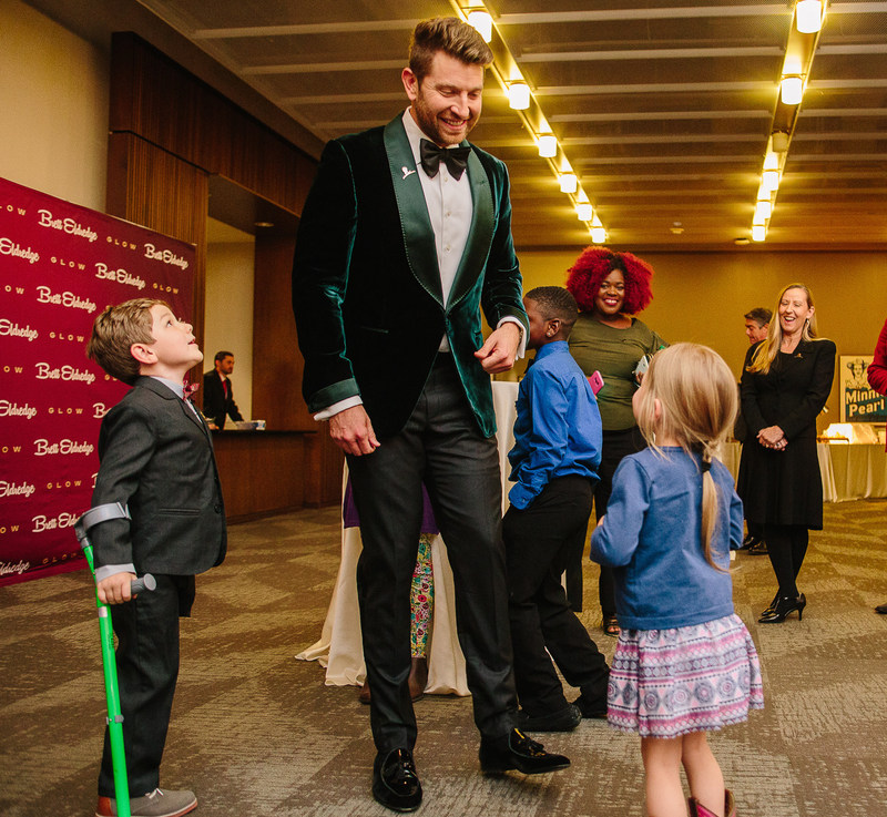 Country music superstar Brett Eldredge meets with several St. Jude patients backstage before a recent concert. (Photo credit: Lyft)