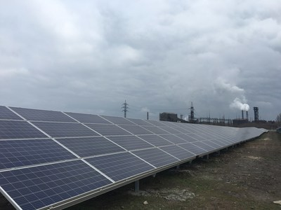 Solar panels installed on the territory of the new station (CNW Group/TIU Canada)
