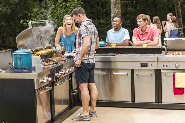 Char-Broil's new Modular Outdoor Kitchen (PRNewsfoto/Char-Broil, LLC)