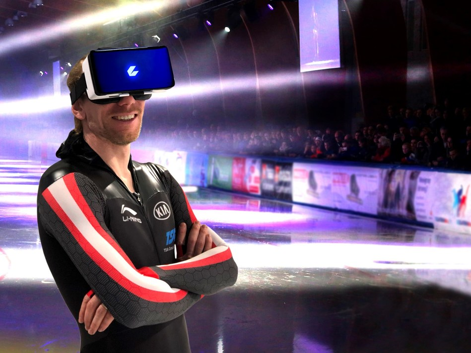 World record holder Ted-Jan Bloemen in CEEK virtual reality headset (CNW Group/CEEK VR, Inc.)