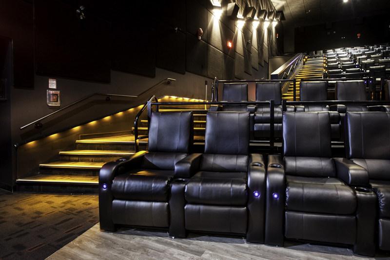 Recliner seats (CNW Group/Landmark Cinemas)
