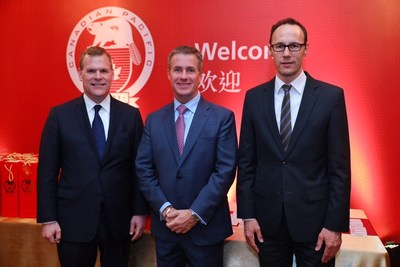 CP Board Director, the Hon. John Baird (left) joins Consul General of Canada in Shanghai, Mr. Weldon Epp, (right) and CP's President and CEO, Mr. Keith Creel (middle) for the grand opening of CP's new office in Shanghai. (CNW Group/Canadian Pacific)